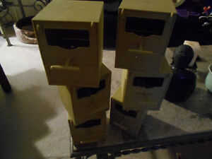 BIRD NEST FOR FINCHES , CANARYS, BUDGIES ECT . LIKE NEW