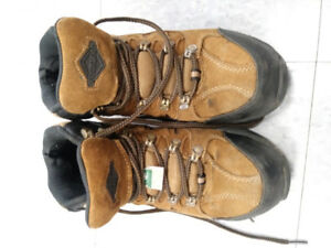 Women's steel toed boots