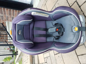 CHICCO NEXTFIT  car seat 3 in 1 for sale. Very good condition.