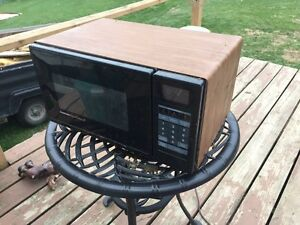 Small microwave  Kawartha Lakes Peterborough Area image 1