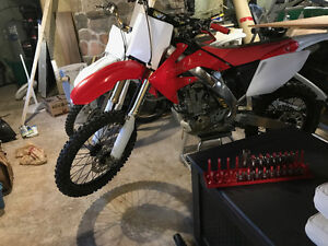 Rebuilt 04 crf250r and complete parts bike