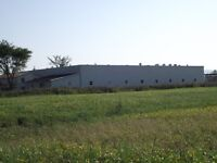 Bâtiment agricole agroalimentaire + 8 arpents a loué et a vendre