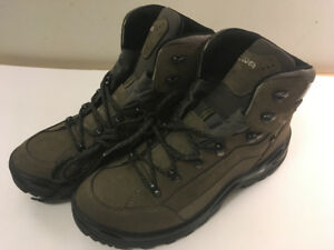 Lowa Women's Renegade GTX Hiking Boots Size 10.5