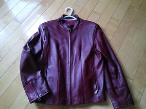 Manteau de cuir rouge pour femme