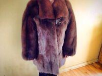 Manteau de fourrure pour femme en renard et rat musqué