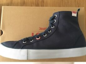 GENT'S LEVI'S SHOES - NEW - SIZE 8