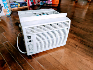 Air Climatiseur de fenêtre Danby - window air conditioner