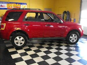 SPOTLESS   2010 ESCAPE  V6  HEATED LEATHER  NEW TIRES  !!!