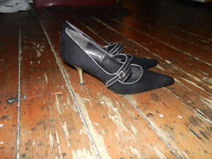 WOMENS' BLACK PUMPS AND PAIR OF BLACK FLATS