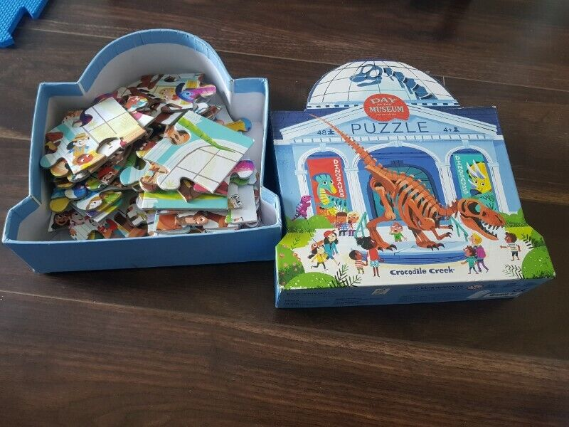 Day At Museum Dinosaur Jigsaw Puzzle (48 pieces)