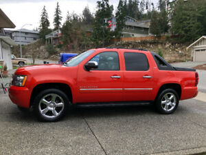 MINT CONDITION & MUCH LOVED!   2011 Chevrolet Avalanche LTZ AWD