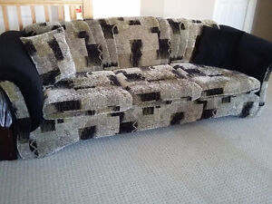 Sofa and loveseat set with 4 matching pillows Like new condition London Ontario image 10