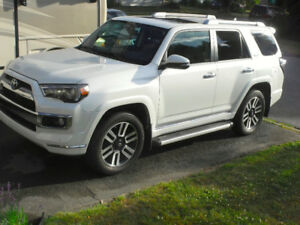 2014 Toyota 4Runner Limited, 4WD,Touchscreen, Sirius, Onstar