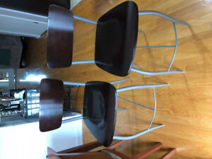 2 bar stools in great condition.