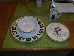 set de vaisselle de Noël Saguenay Saguenay-Lac-Saint-Jean image 1