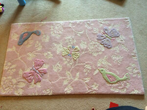 Tapis/ Adrianna Rug pink from pottery barn kids