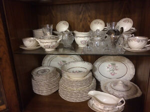 Teacups/saucers, plates and dinnetware