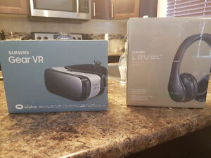 Gear vr and level on wireless brand new never used!!!