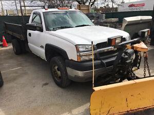 2003 Chevrolet dump 3500 duramax diesel Truck with plow / salter