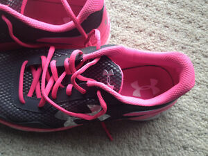 Brand new women's under armour shoes - size 8 London Ontario image 4