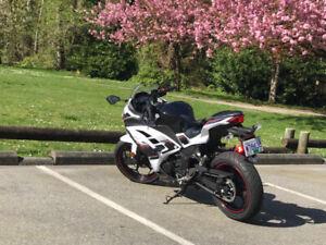 Like New Low Kms 2014 Kawasaki Ninja 300 SE ABS