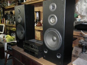 TECHNICS  STEREO  SYSTEM  WITH  SPEAKERS .