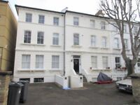 5 bedroom flat in The Grove, Isleworth, TW7