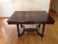 Vintage dining room table & chairs