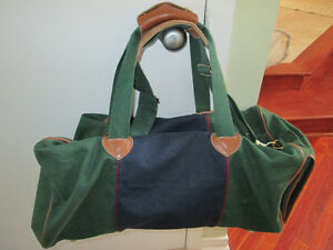 LARGE GREEN AND DARK BLUE BAG WITH LEATHER HANDLES LIKE NEW COND West Island Greater Montréal image 1