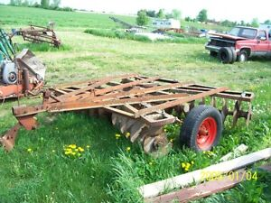 8foot Allis Chalmers disk and Ford  3 pt hitch plow