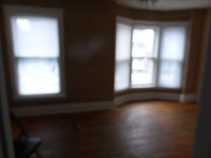 Detached House in Central Hamilton for lease