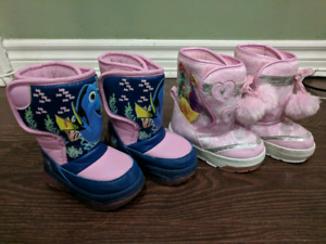 Winter shoes for girl 2-3 year $5 each