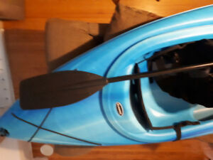 Pelican pursuit x80 kayak, paddle and life jacket