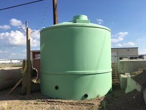 Large water tank approx 9500 gallon