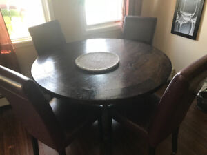 Like new, Wicker Imporrium. Dining Table and 4 leather chairs
