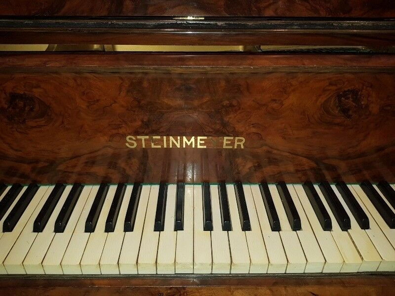 BEAUTIFUL STEINMEYER WALNUT BABY GRAND PIANO