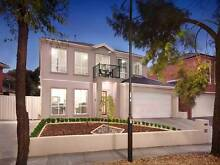 5 bedroom 2 bathroom 3 toilets double story house in Coburg . Coburg Moreland Area Preview