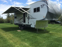 2013 Arctic Fox Silver Fox Edition Four Seasons 5th Wheel