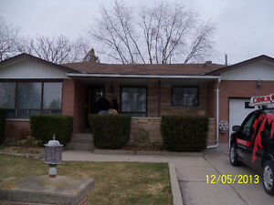 Great furnished room available close to SLC and Queens