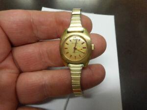 montre de qualité Bulova avec no. de série, superbe montre!