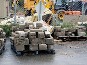 Dry stack retaining wall stones