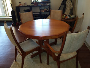 TEAK TABLE, 2 LEAVES