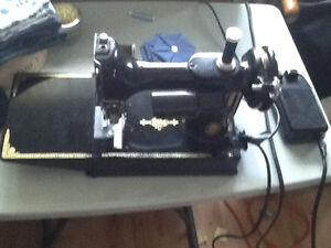 Antique Singer sewing machine Collectable