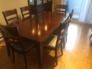 $500 if pick-up this wkd!! Table+6 chaisses/bois Merisier