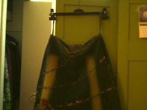 Deux superbes jupes de jeans décorées de dentelle et de fleurs