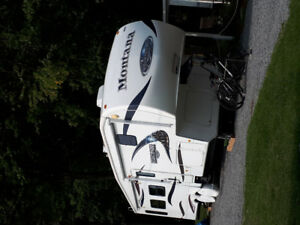 Fifth wheel 32 pieds montana montainer 2010