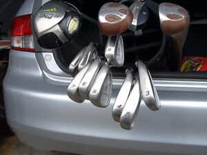 RIGHT HANDED GOLF CLUB SET
