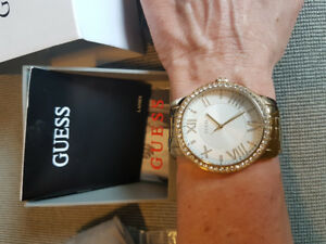 GUESS  Watch Goldtone