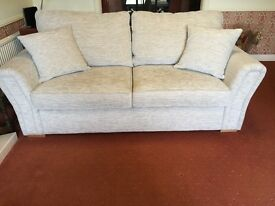 Beautiful sofa in excellent condition 12 months old