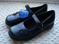 Sonoma Shoes new, Size 4